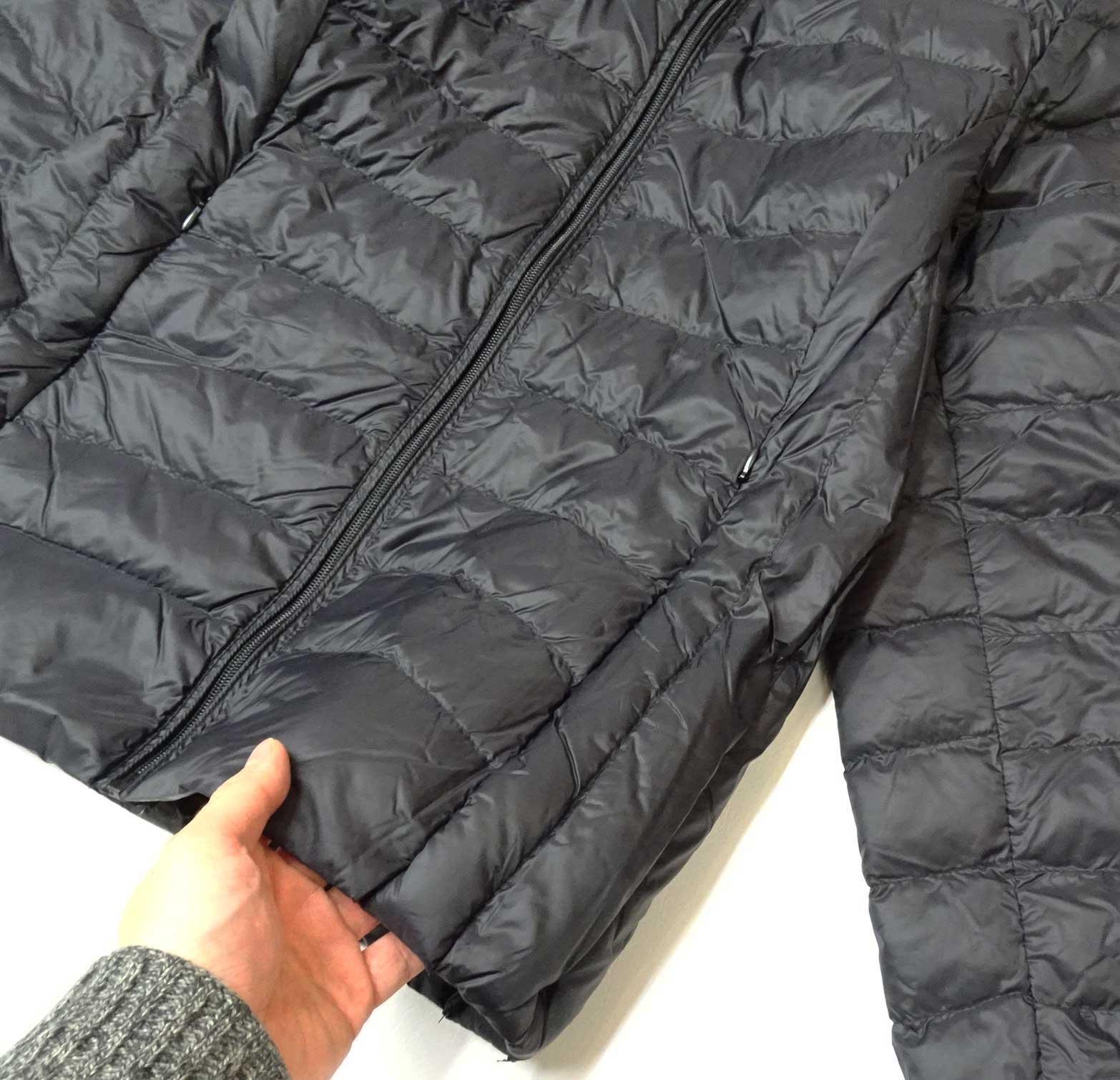 ライトダウンジャケット収納袋付きブラック