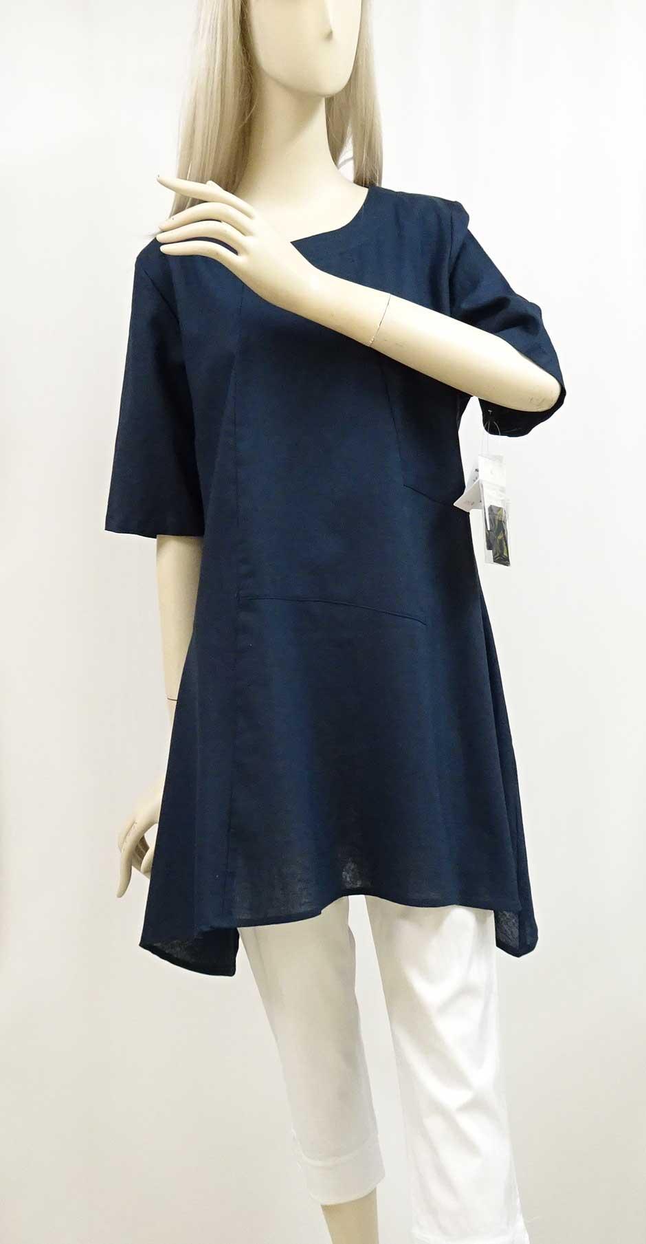 綿と麻の生地を使用した紺のAラインワンピース