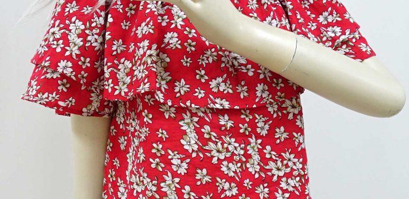 2159フリルブラウス白地に赤い花柄