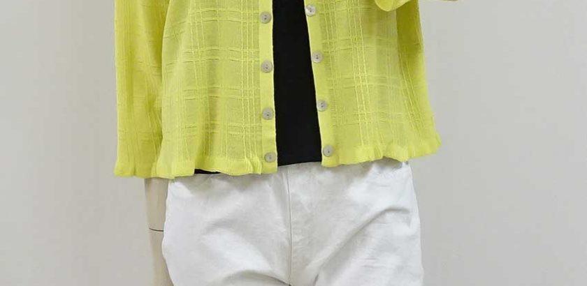 473カーディガン黄色飾りボタン