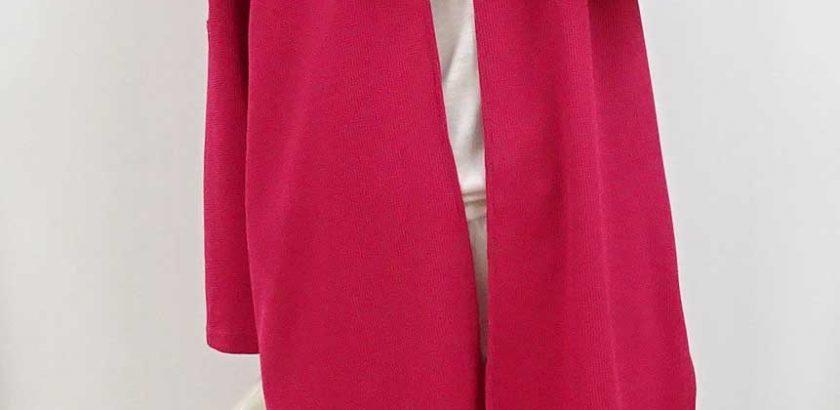 ビビットなローズピンクのカーディガン