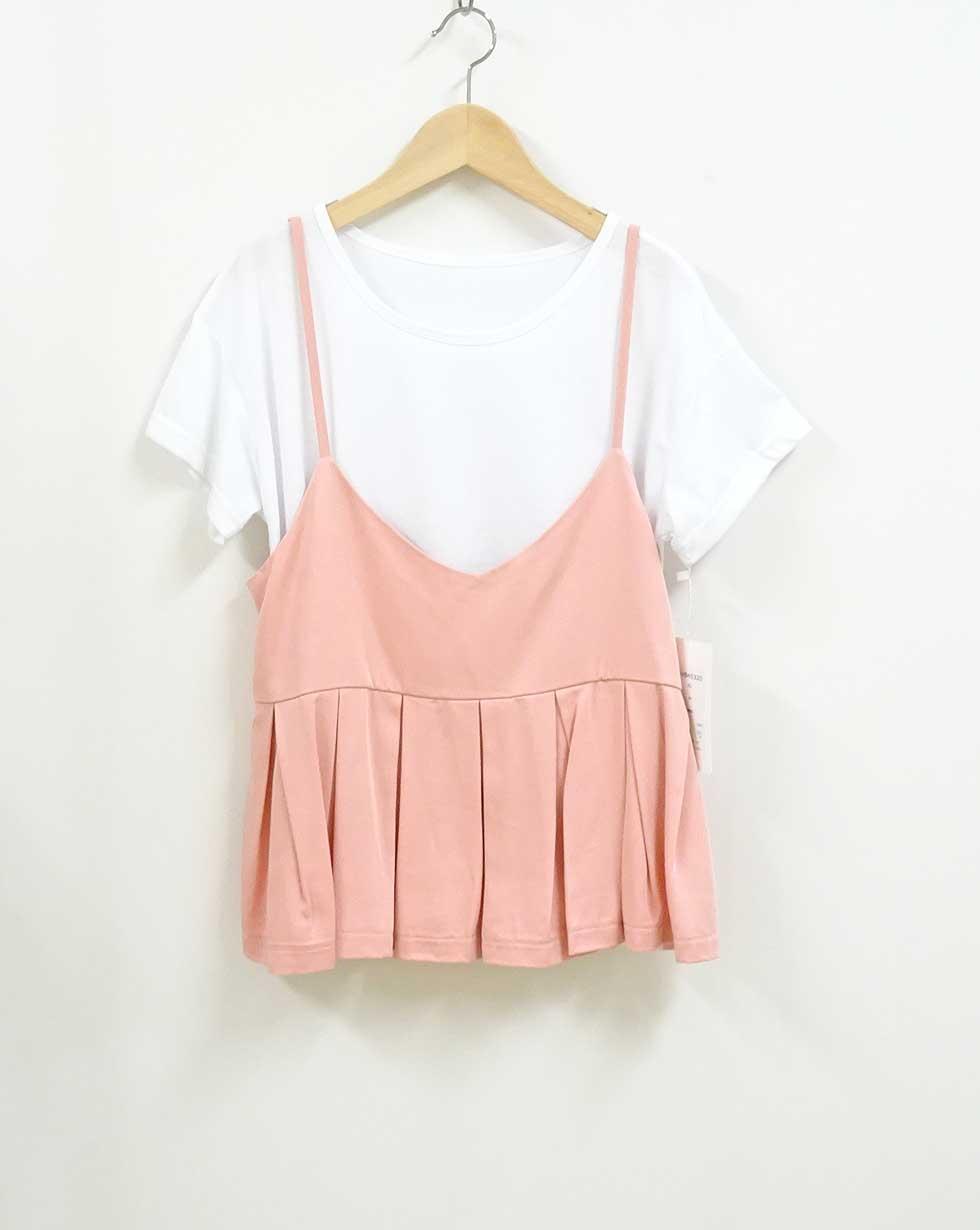 45320白いTシャツとサーモンピンクのキャミソールのセット