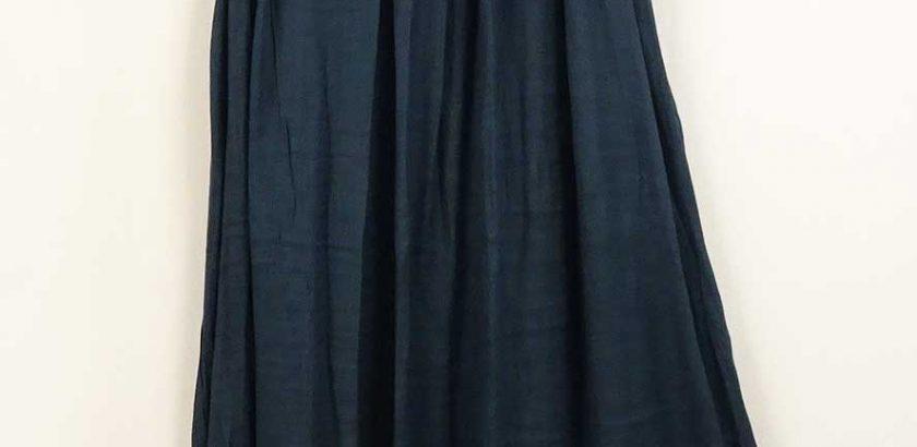 綿と麻の涼しい夏のノースリーブワンピース紺色