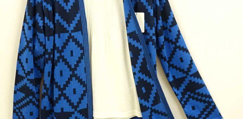 幾何学模様の長袖ニットカーディガンブルー×ブラック