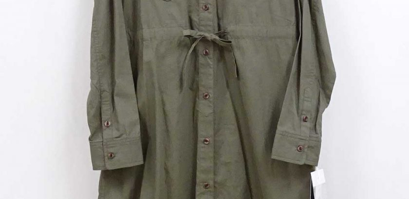 シャツ型デザインのコットンボタンワンピースカーキ