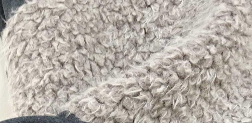 起毛した生地の一種で羊のような毛質ボア