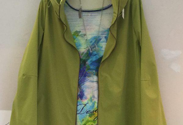 スプリングコートグリーン襟が2重デザイン