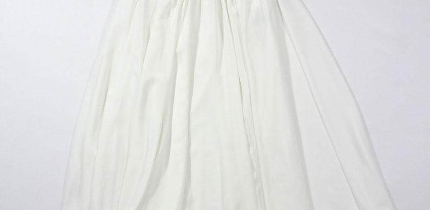 白いシフォン生地ロングスカートフレアシルエット全体画像