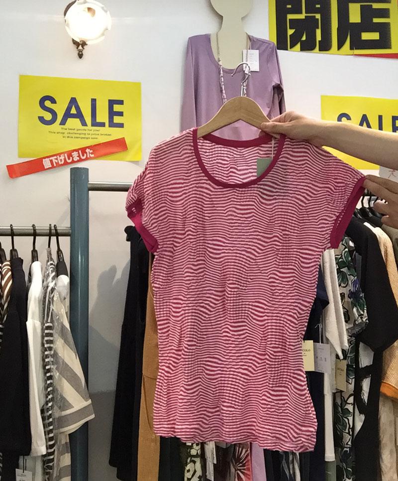 ピンクのワッシャー加工したコットン半袖Tシャツ全体画像