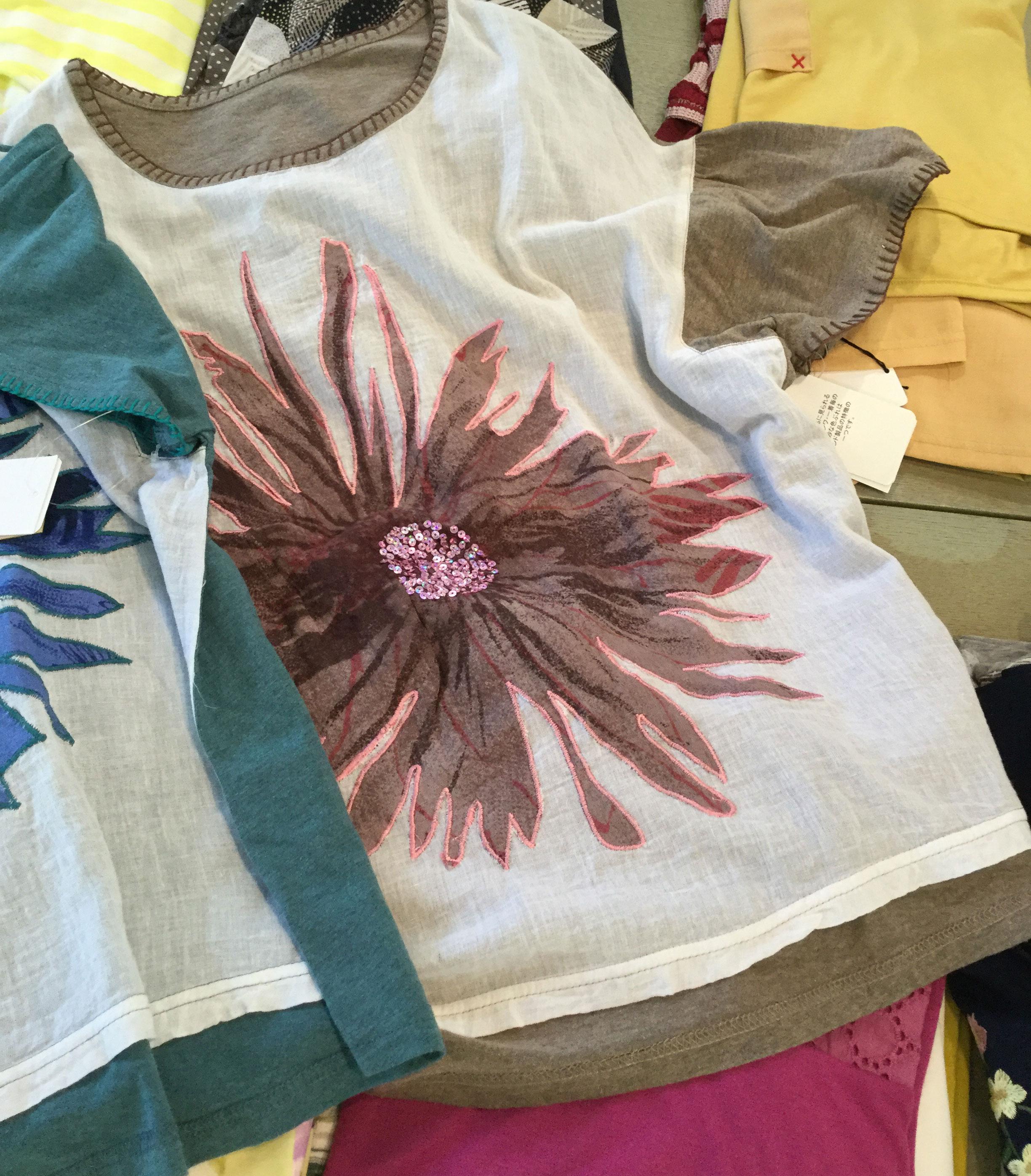 花モチーフTシャツモカとグリーン