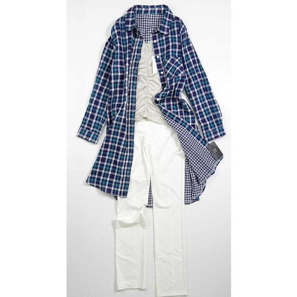 チェックのロングシャツ紺色のコーディネート